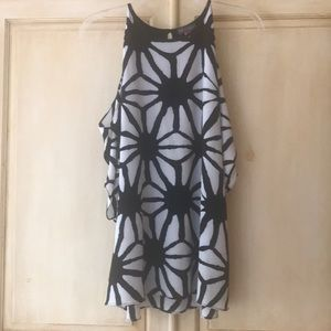 Vince Camuto Black/white top-NWT